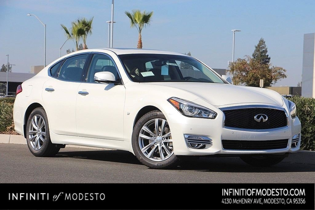 <center>NEW<br>2019 INFINITI Q70<br>3.7 LUXE RWD<br>WITH NAVIGATION</center>